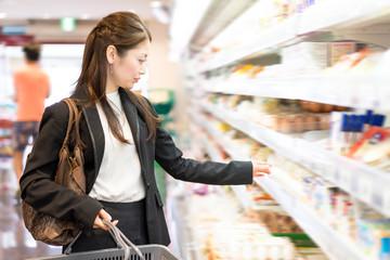 食品スーパーの勤怠管理システムに